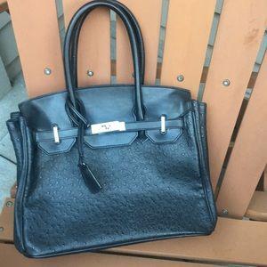 Handbags - Cute black purse 👜 classic design EUC holds tons